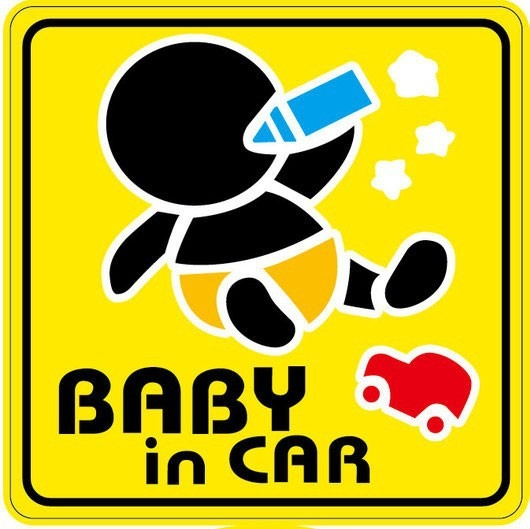 Nálepka na auto - Baby in car - tlusté batole pije z modré láhve