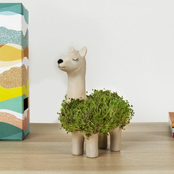Bydlení a domácnost - Keramický květináč ve tvaru lamy