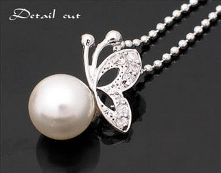 Řetízek na krk - perla a motýl