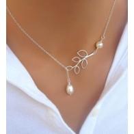 Řetízek na krk - dvě perly a květina